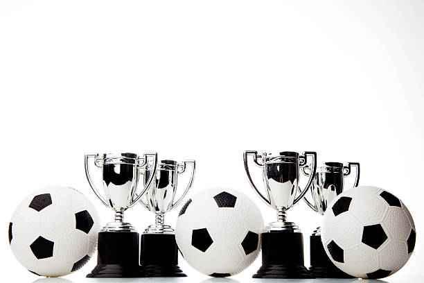 perjudian bola ada satu faktor khusus untuk penjudi yang harus mereka lakukan, yaitu dengan memprediksikan kemenangan tim sepak bola. Tujuan penjudi dalam perjudian hanya satu yaitu menang, dengan memperoleh kemenangan dalam perjudian bola yang populer para penjudi yang biasa disebut dengan bettors pasti merasakan kesenangan tersendiri.